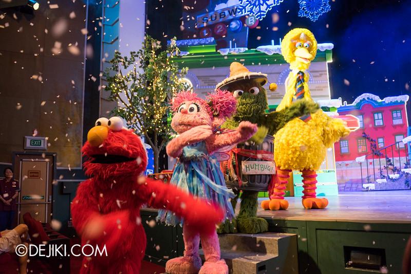 Universal Studios Singapore - Sesame Street Saves Christmas show 17