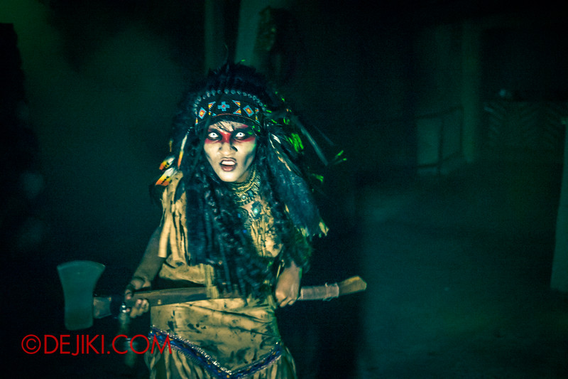 Halloween Horror Nights 4 - Canyon of the Cursed scare zone - Spirit Warrior attack