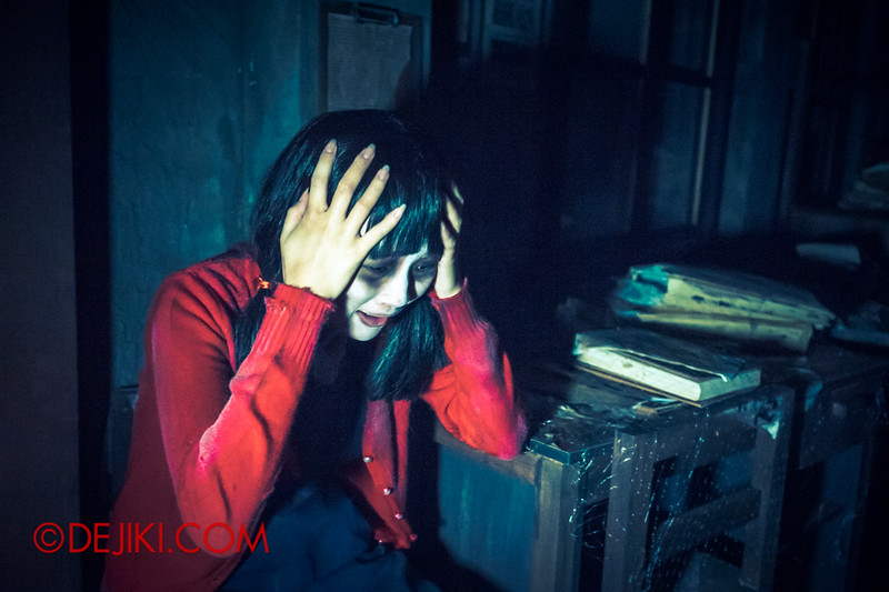 Halloween Horror Nights 4 - Jing's Revenge haunted house - Jing traumatized