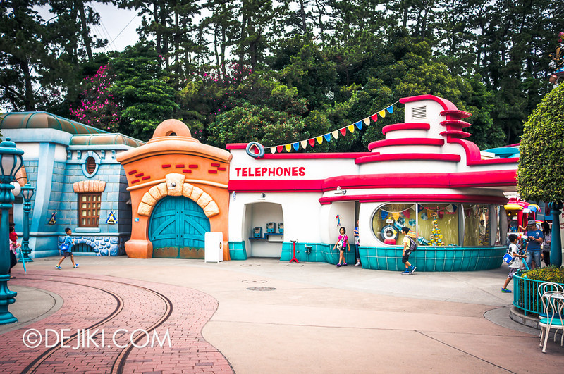 ToonTown - Restrooms and Telephones