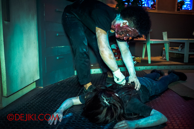 Sentosa Spooktacular 2014 - COUNTDOWN Haunted House / victim and murder