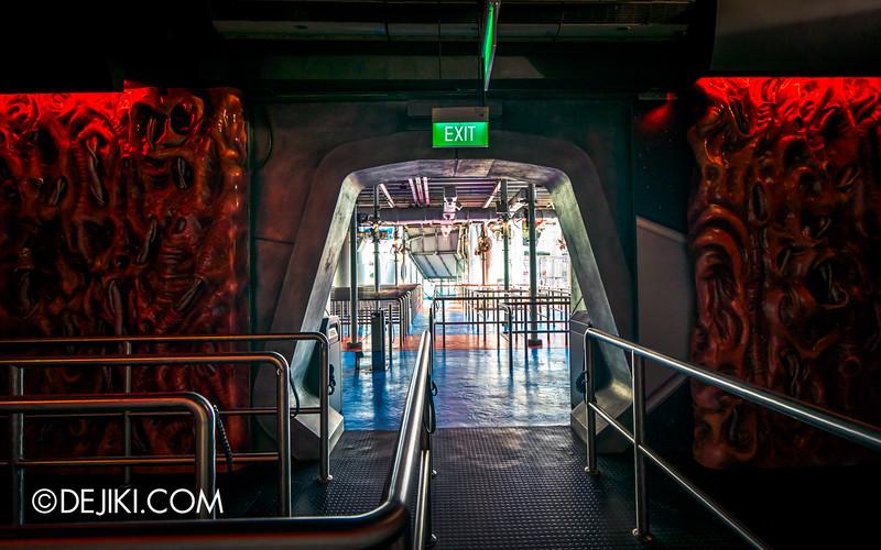 Universal Studios Singapore - Battlestar Galactica: HUMAN vs CYLON dueling roller coaster ride - CYLON basestar interior