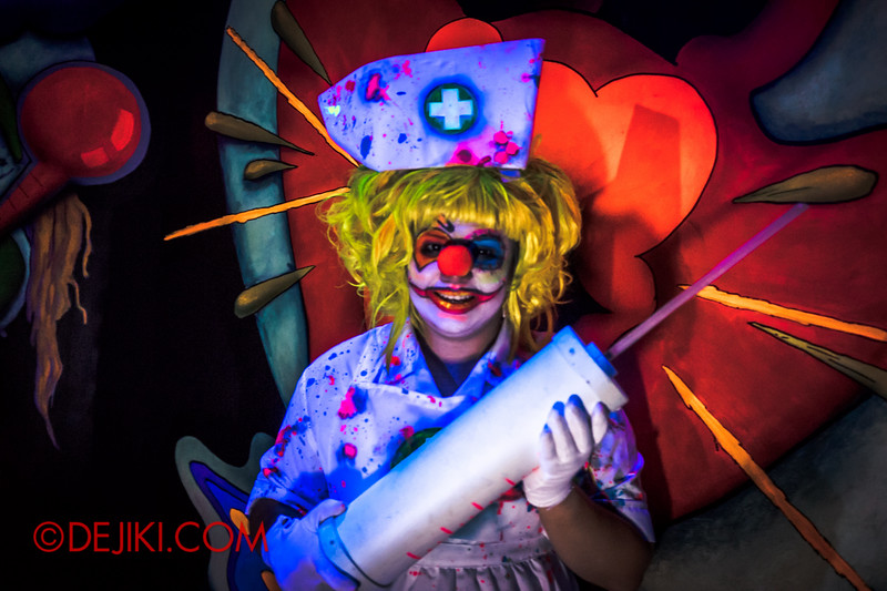 Halloween Horror Nights 4 - Jack's 3-Dementia 3D haunted house - Clown nurse