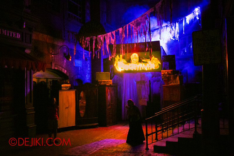 Halloween Horror Nights 4 - Bogeyman scare zone - the entrance