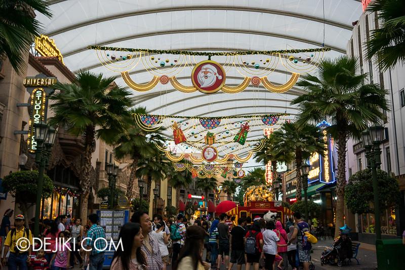 Universal Studios Singapore - Hollywood Christmas Decorations