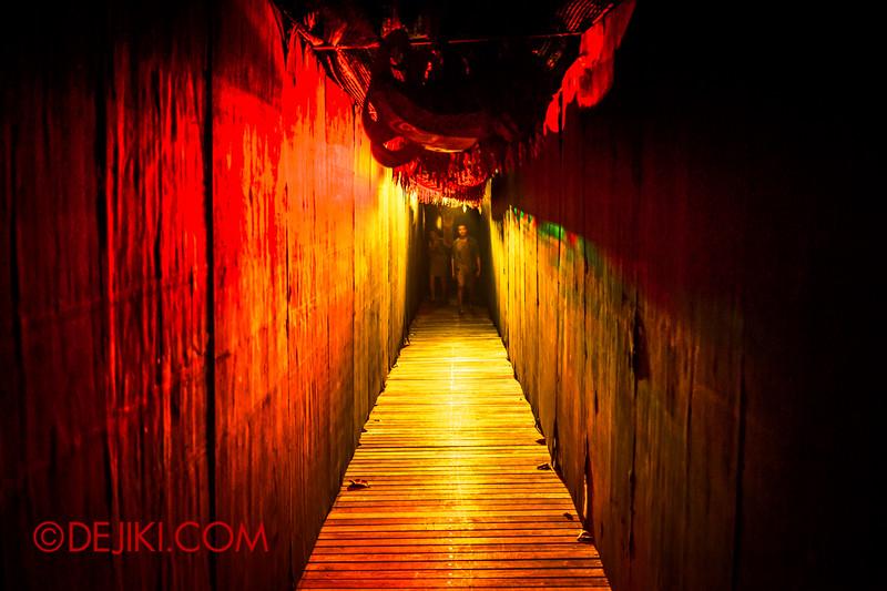 Sentosa Spooktacular 2014 - COUNTDOWN Haunted House / dragon puppet 2