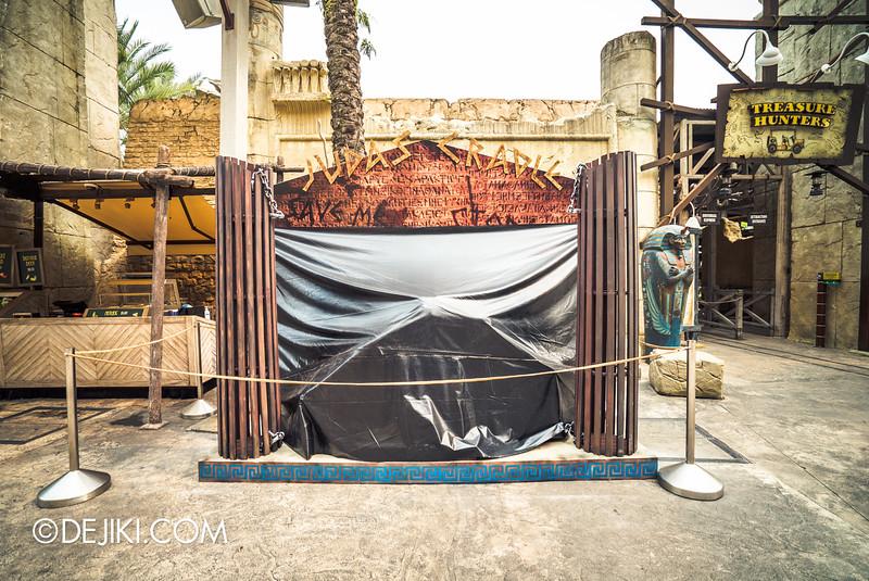 Universal Studios Singapore - Halloween Horror Nights 5 Before Dark Day Photo Report 3 - BEAST CLUB / Judas Cradle booth