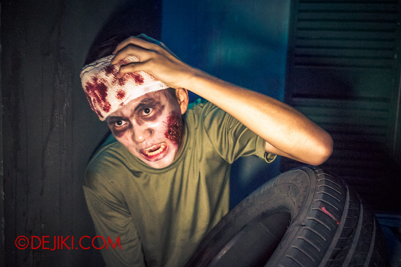 Halloween Horror Nights 4 - MATI CAMP haunted house - Injured recruit