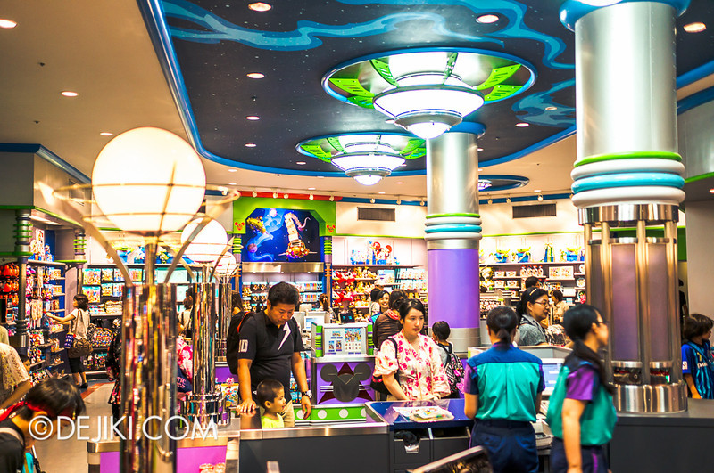 Tokyo Disneyland - Tomorrowland / Planet M store 3