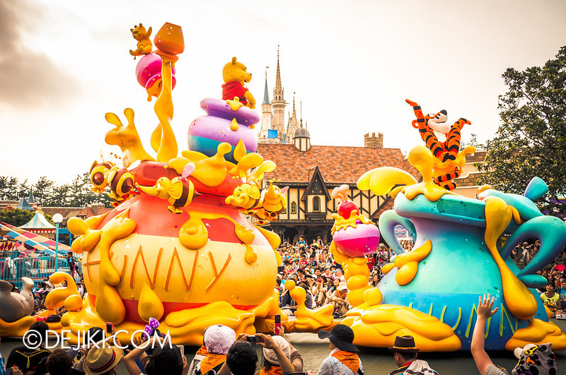 Tokyo Disneyland - Happiness is Here Parade 33 / Winnie the Pooh