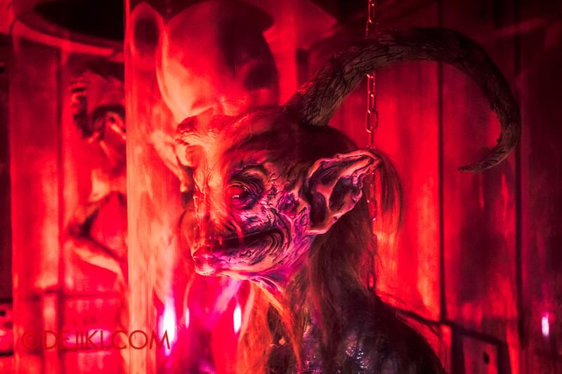 Halloween Horror Nights 4 - The L.A.B Laboratory of Alien Breeding - Specimens 1