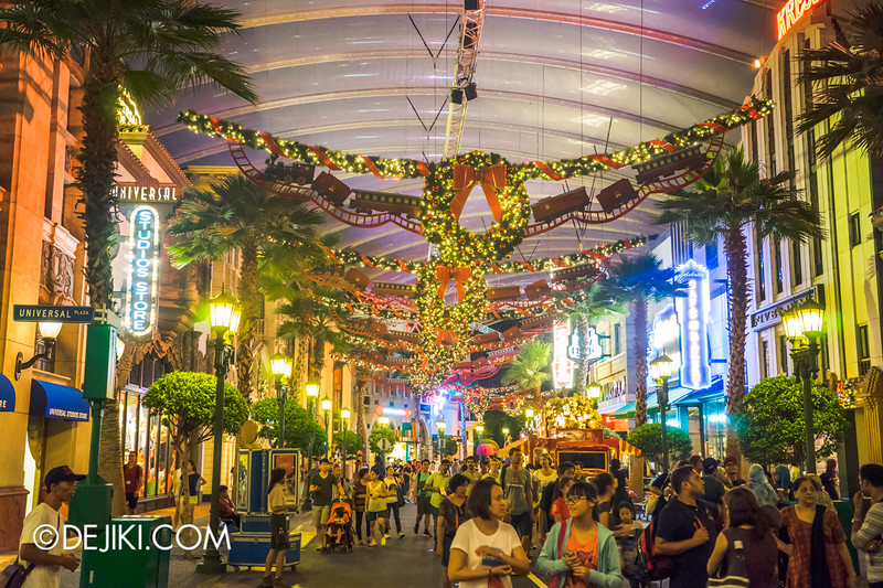 Universal Studios Singapore - Park Update December 2014 - Christmas at Santa's Land / Hollywood at night 2