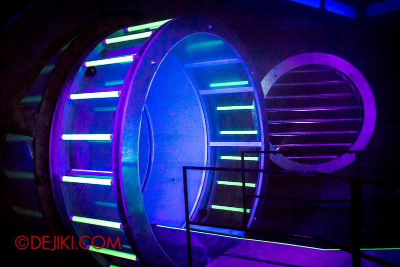 Halloween Horror Nights 4 - The L.A.B Laboratory of Alien Breeding - The Hall