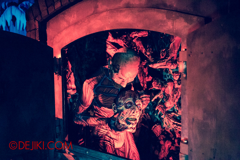 Halloween Horror Nights 4 - Scary Tales scare zone - The Blind Witch in the Oven