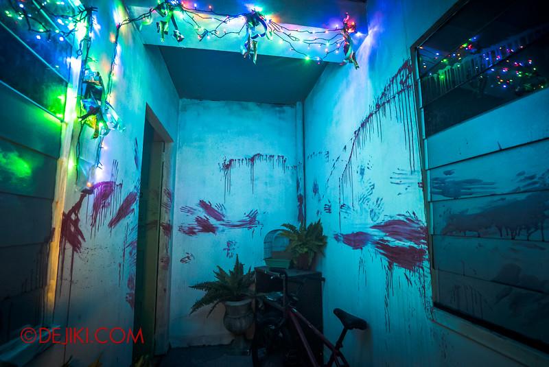 Halloween Horror Nights 5 Haunted House - Siloso Gateway Block 50 / Bloodstained corridor