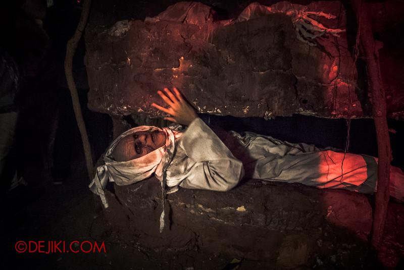 Halloween Horror Nights 5 - True Singapore Ghost Stories: THE MRT / Tunnel through graves