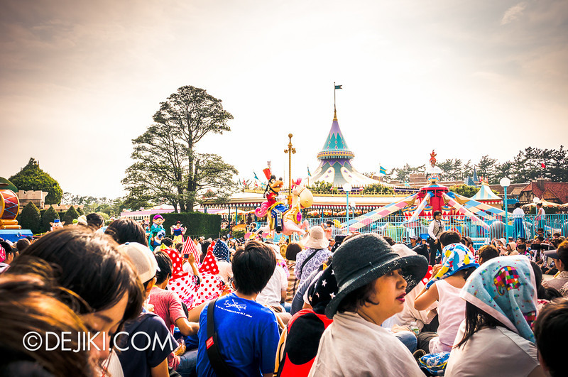 Tokyo Disneyland - Happiness is Here Parade 3 / Opening