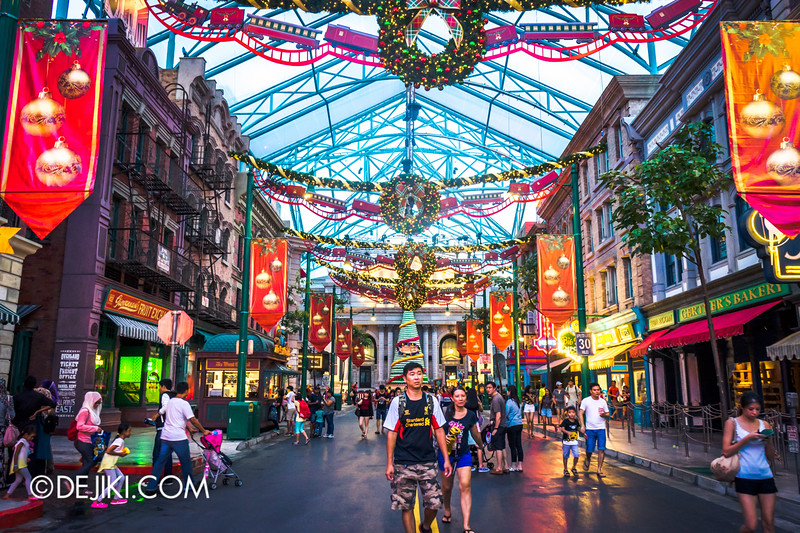 Universal Studios Singapore - Park Update December 2014 - Christmas at Santa's Land / New York lights
