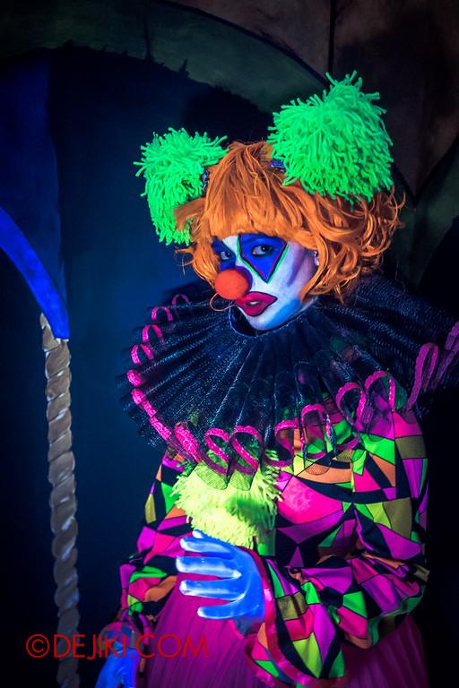 Halloween Horror Nights 4 - Jack's 3-Dementia 3D haunted house - Unamused Clown