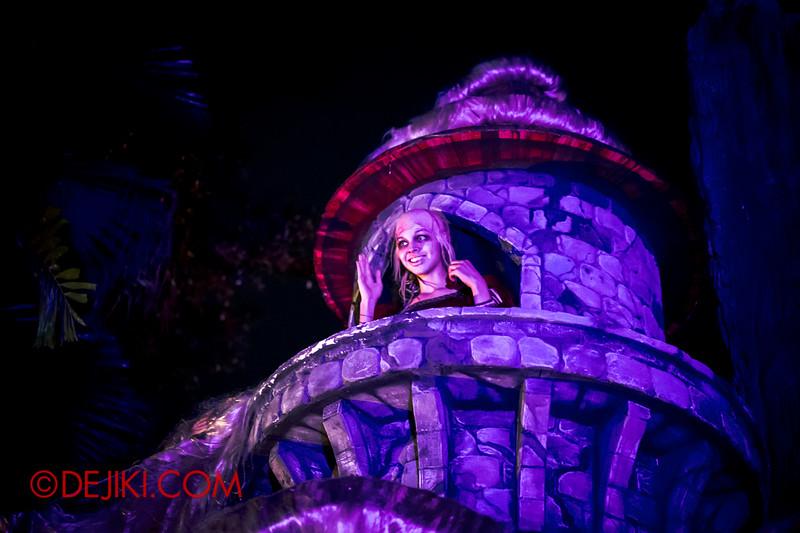 Halloween Horror Nights 4 - Scary Tales scare zone - Rapunzel waves