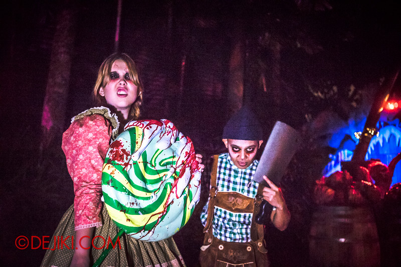 Halloween Horror Nights 4 - Scary Tales scare zone - Hansel and Gretel