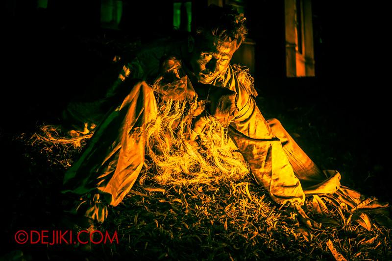 Sentosa Spooktacular - LADDALAND Scare zone roaming Scare Actors / Man in gold light