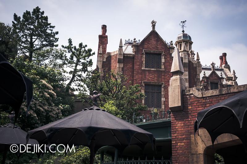 Tokyo Disneyland - Haunted Mansion: Mansion Side