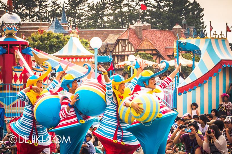 Tokyo Disneyland - Happiness is Here Parade 30 / Alice in Wonderland, Tweedles
