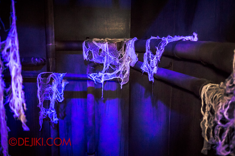 Sentosa Spooktacular 2014 - COUNTDOWN Haunted House / inside the wall