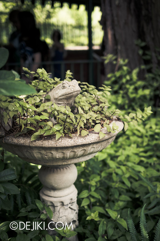 Tokyo Disneyland - Haunted Mansion: Frog Basin
