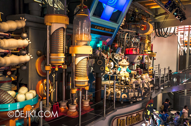 Tokyo Disneyland - Tomorrowland / Pan Galactic Pizza Port