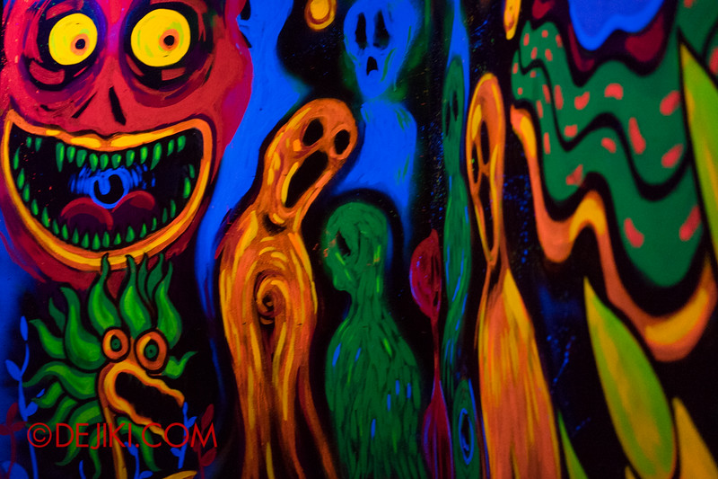 Sentosa Spooktacular 2014 - COUNTDOWN Haunted House / 3D maze - spooky paintings
