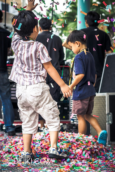 Universal Studios Singapore - Grand Opening 2011 - Kids playing with colourful confetti