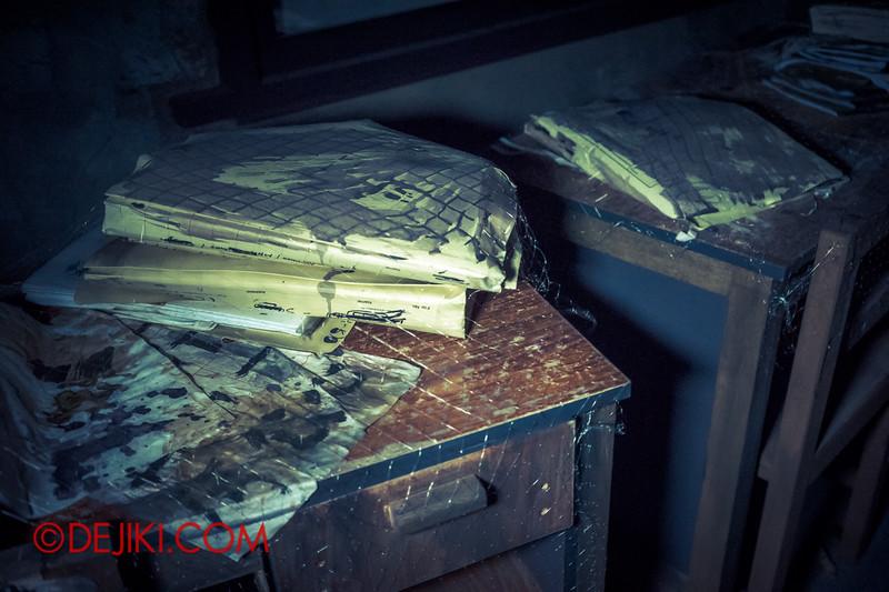 Halloween Horror Nights 4 - Jing's Revenge haunted house - School corridors