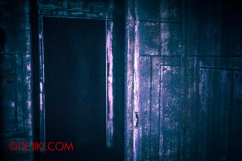 Halloween Horror Nights 4 - The L.A.B Laboratory of Alien Breeding - Maze