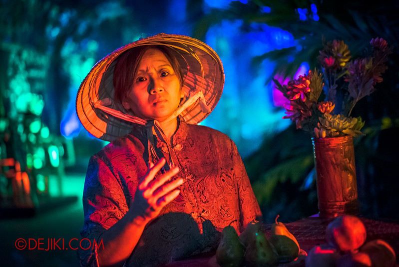 Halloween Horror Nights 5 Scare Zone - Hungry Ghosts / Woman at the offerings table