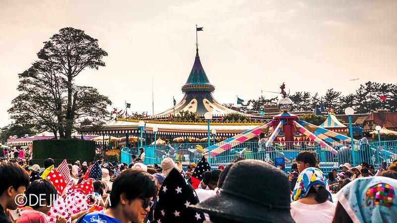 Tokyo Disneyland - Happiness is Here Parade 2