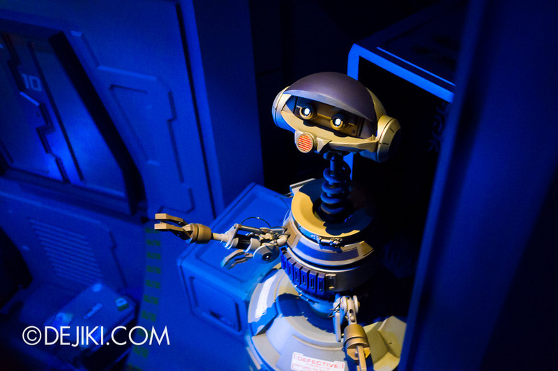 Star Tours: The Adventures Continue, queue cargo section 4