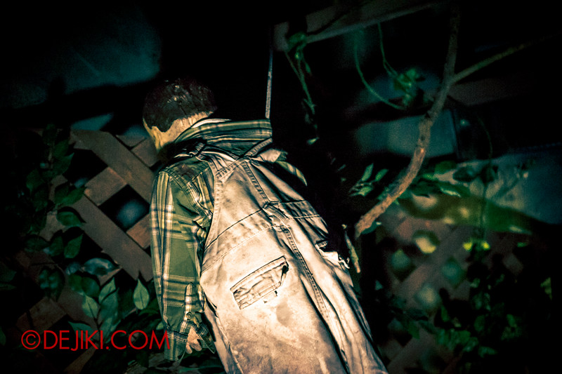 Halloween Horror Nights 4 - Jing's Revenge haunted house - The courtyard doll