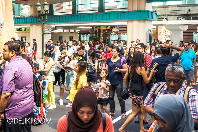 Universal Studios Singapore - Park Update June 2014 - Park Crowds 1