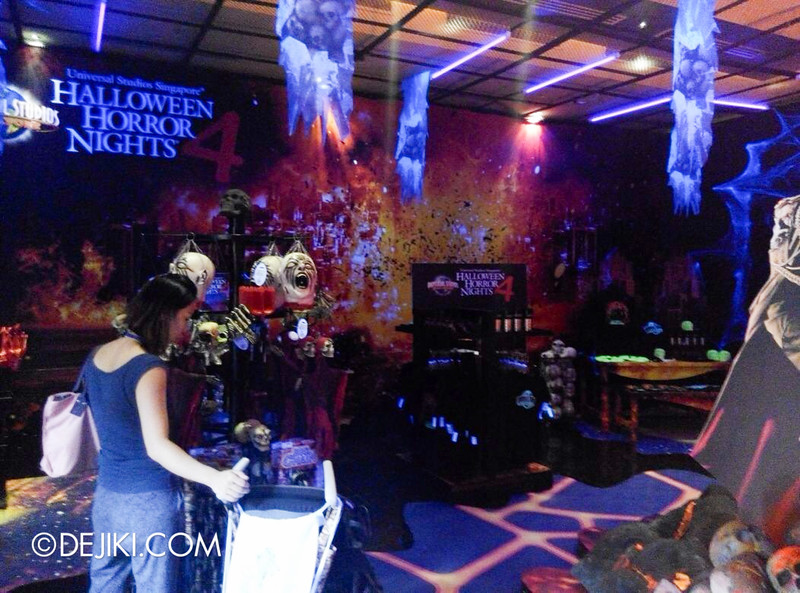 Universal Studios Singapore Halloween Horror Nights 4 - Mini Store of Evil 5