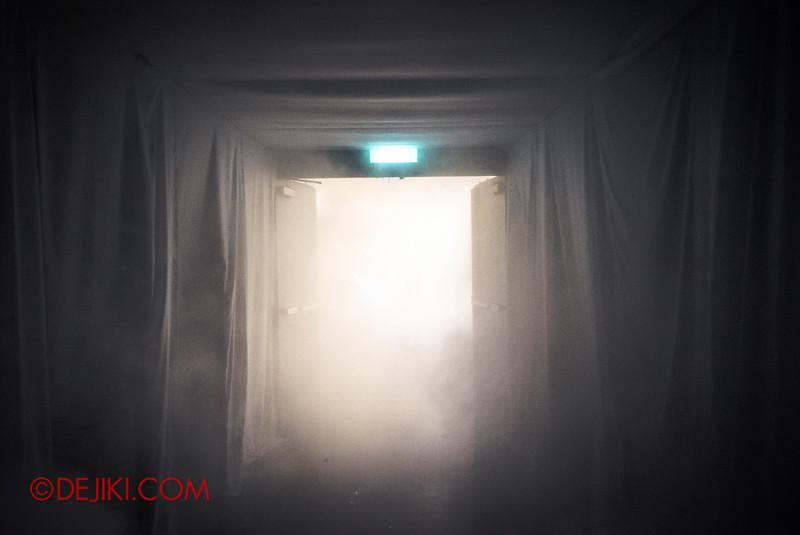 Halloween Horror Nights 5 Haunted House - Siloso Gateway Block 50 / Quarantine - the final escape