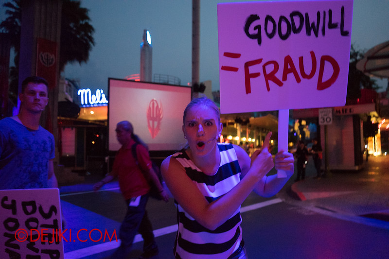 Universal Studios Singapore - Halloween Horror Nights 4 - Protesters at the Opening Scaremony 1