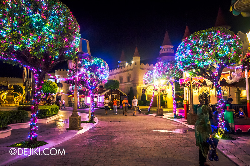 Universal Studios Singapore - Park Update December 2014 - Christmas at Santa's Land / Far Far Away at night 2