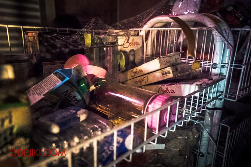 Halloween Horror Nights 5 Haunted House - Siloso Gateway Block 50 / Inside the corner shop
