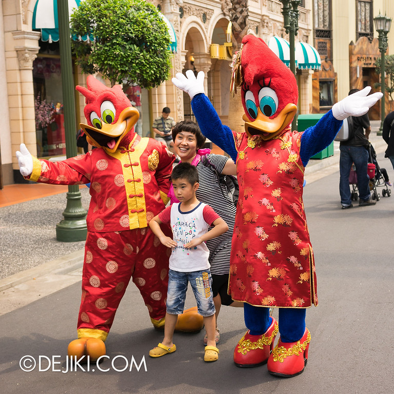 Universal Studios Singapore - Woody Woodpecker and Winnie Woodpecker in Chinese New Year Outfits 3