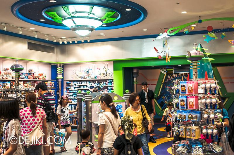Tokyo Disneyland - Tomorrowland / Planet M store
