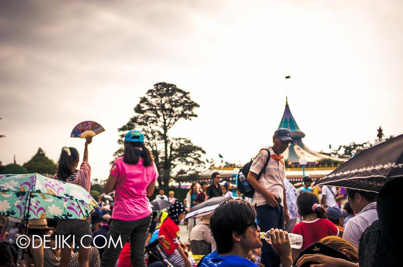 Tokyo Disneyland - Happiness is Here Parade 1