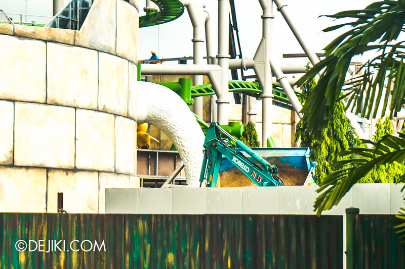 Universal Studios Singapore - Park Update December 2014 - Puss in Boot's Giant Journey 5 / Mother Goose and Baby