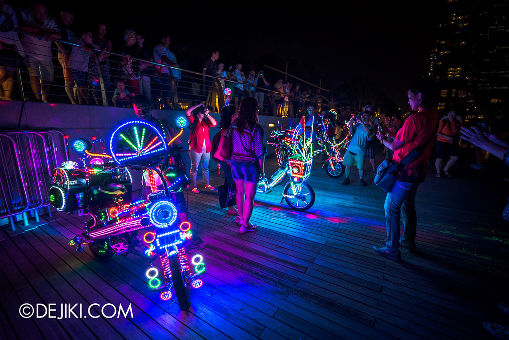 i Light Marina Bay 2016 - LED bicycles 1